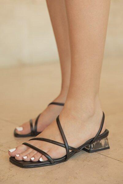 STRASWANS Alpha Bayan Topuklu Küt Burun Sandalet Siyah