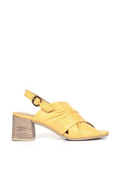 BUENO Shoes Kırışık Desenli Hakiki Deri Topuklu Sandalet 9n1309