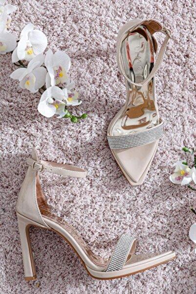 Limoya Amira Ten Rugan Taş Detaylı Tek Bant Ince Topuklu Sivri Sandalet