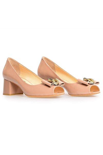 Flower Kadın Bej Toka Detaylı Klasik Topuklu Ayakkabı