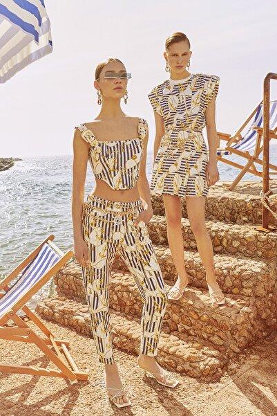 Raisa&Vanessa for Trendyol Beyaz-Çok Renkli Marin Desenli Gabardin Pantolon TDPSS21PL0118