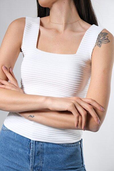 ABBRA Kadın Beyaz Esnek Triko Kumaş Askılı Kare Yaka Crop Bluz