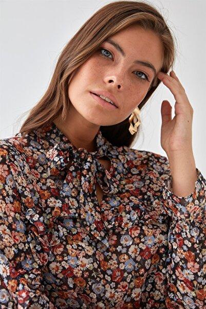 Chima Kadın Siyah Çiçek Desenli Şifon Bluz K21BL045