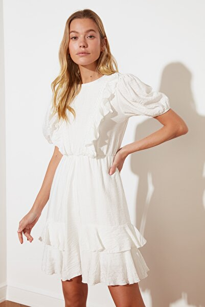 TRENDYOLMİLLA Beyaz Volanlı Elbise TWOSS21EL2152