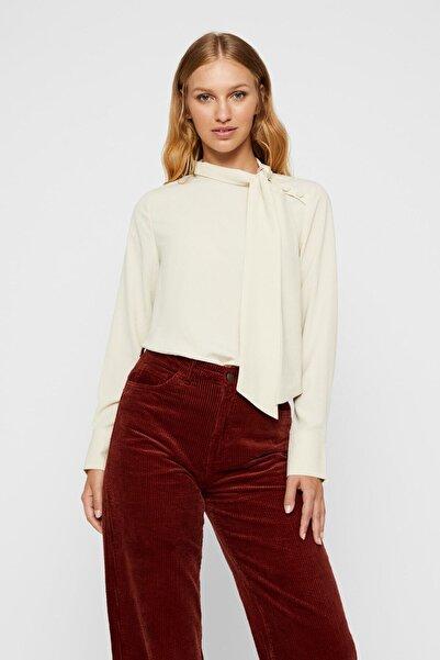 Vero Moda Yakası Bağlama Detaylı Bluz
