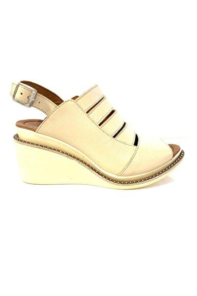 PUNTO Kadın Bej Günlük Hakiki Deri Sandalet