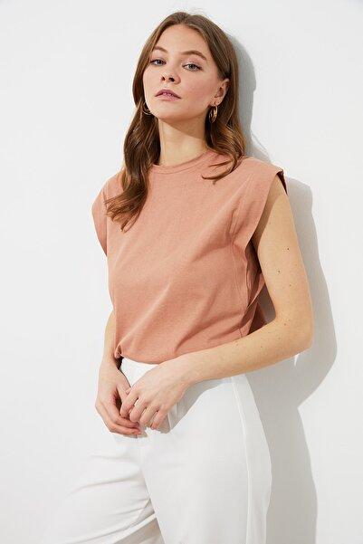 TRENDYOLMİLLA Somon Kolsuz Basic Örme T-Shirt TWOSS20TS0021