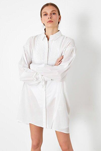 Kadın Beyaz Nakış İşli Tunik IS1200016065002