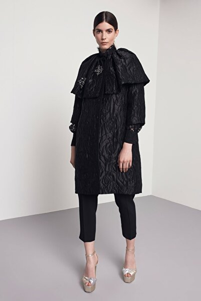 Machka Kadın Siyah Kristal İşlemeli Pardösü MW6190011011001
