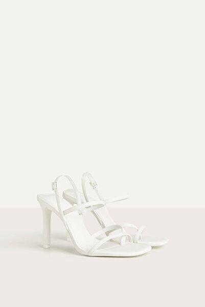 Bershka Kadın Beyaz Uv React Topuklu Sandalet 11701560