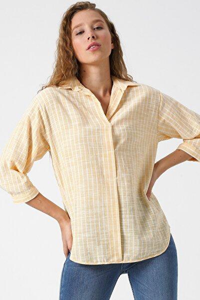 Kadın Sarı V Yaka 3/4 Kollu Çizgili Bluz 9YAK68538PW