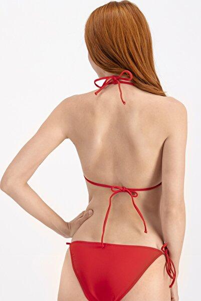 Kırmızı Ipli Üçgen Bikini Üstü