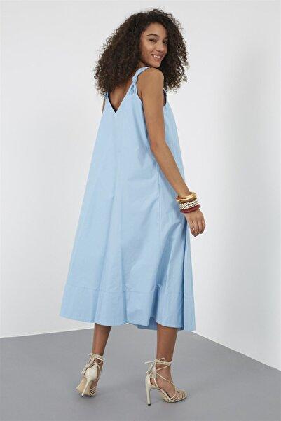 Kadın Gök Mavisi Askılı V Yaka Oversize Diz Altı Midi Boy Pamuk Elbise ST050S4054201