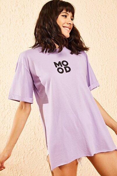 Bianco Lucci Kadın Lila Mood Baskılı Kol Katlamalı Yan Yırtmaçlı T-Shirt 10081011