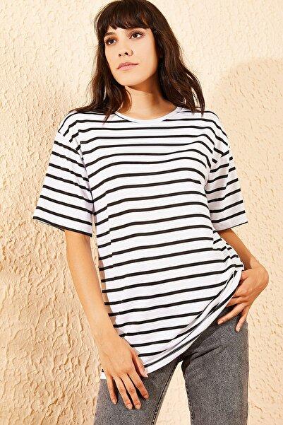 Bianco Lucci Kadın Beyaz Çizgili Bol Basic T-Shirt 10091026