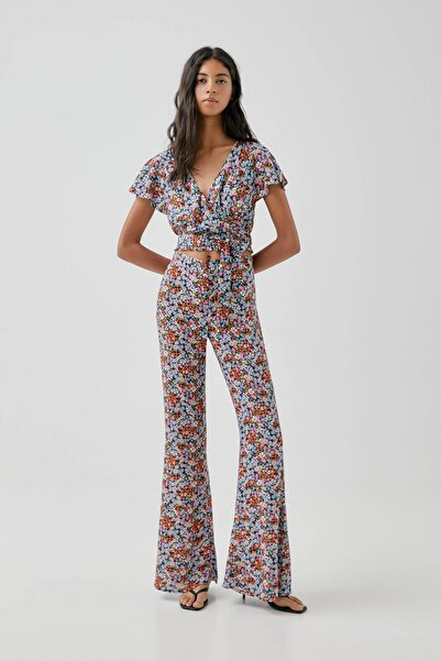 Pull & Bear Kadın Mavi Desenli Ispanyol Paça Pantolon 05671401