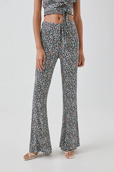 Pull & Bear Kadın Productcolor #20 Desenli Ispanyol Paça Pantolon 05671314