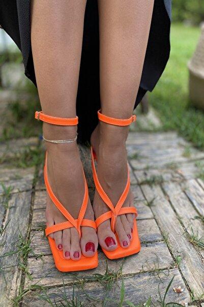 Kadın Turuncu Parmak Arası Tek Bant Yanlardan Geçen Bilekli T.ayakkabı