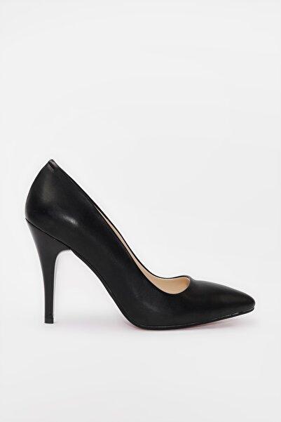 Yaya  by Hotiç Siyah Kadın Klasik Topuklu Ayakkabı 01AYY187990A100