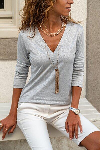 Güneşkızı Kadın Gri V Yaka Yumuşak Dokulu Basic Bluz GK-BST2939