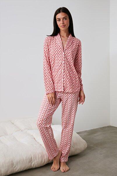 TRENDYOLMİLLA Yaprak Desenli Örme Pijama Takımı THMAW21PT0617