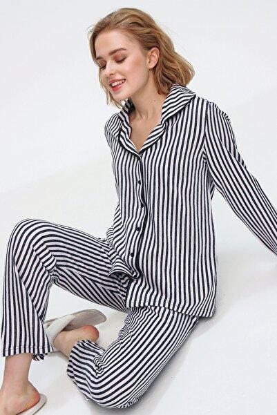 Trend Alaçatı Stili Kadın Lacivert Gömlek Yaka Çizgili Pijama Takım ALC-X5581