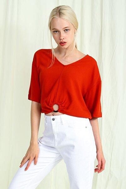 Collezione Taba Önü Halka Detaylı V Yakalı Kadın Bluz