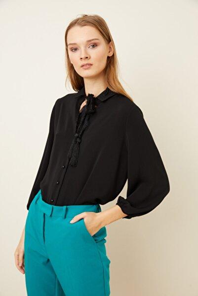 adL Kadın Siyah Dantel Fularlı Pliseli Bluz