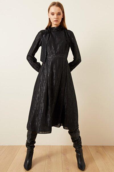 adL Kadın Siyah Jakarlı Yakası Fularlı Elbise 12437917001