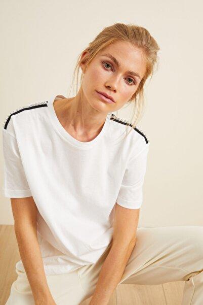 Love My Body Kadın Beyaz Omuzları Şerit Detaylı Tişört 175L5889001