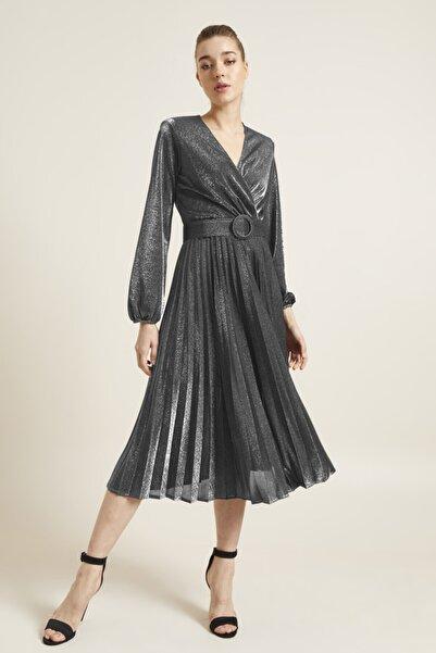 adL Kadın Gümüş Kemerli Örme Pliseli Elbise 12439350000