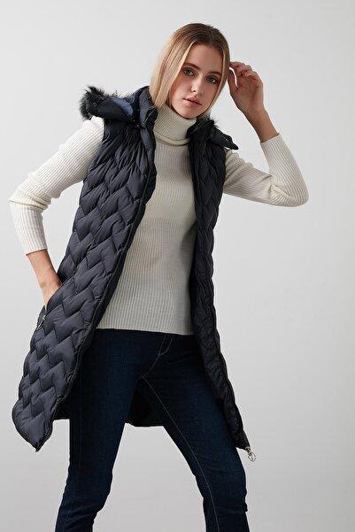 Lela Yakası Suni Kürklü Çıkarılabilir Kapüşonlu Slim Fit Uzun Şişme Yelek Kadın Yelek 5761080