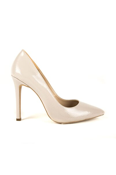 DİVUM Bej Kırık Rugan Topuklu Ayakkabı
