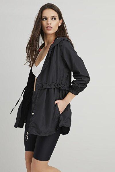 Cool & Sexy Kadın Siyah Kapüşonlu Beli Büzgülü Yağmurluk YİM117