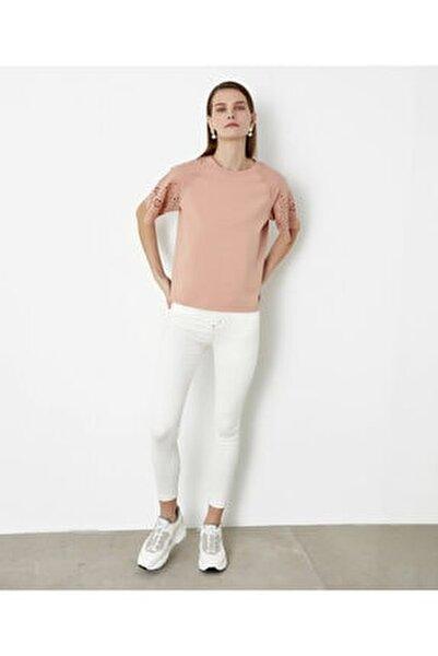 Beyaz Iş Kol Detaylı Tshirt