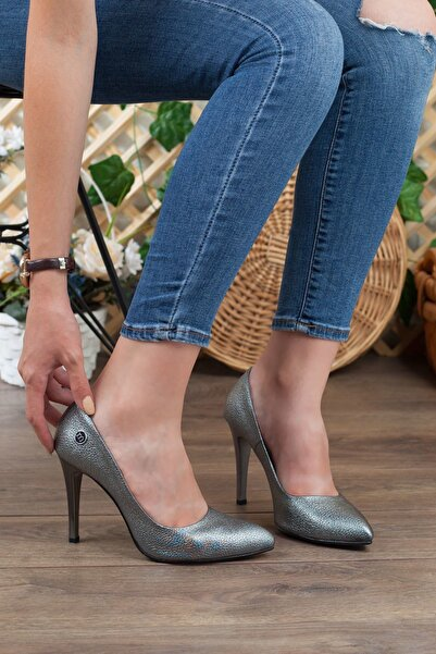 Mammamia Platin Simli Detay Hakiki Deri Stiletto Topuk Kadın Ayakkabı • A202kdyl0042
