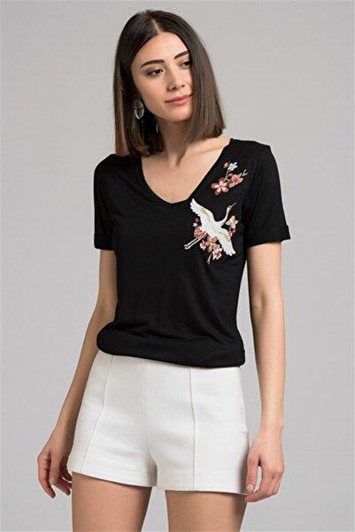 Cotton Mood 7130562 Leylek Nakışlı V Yaka Boyfriend Kısa Kol Bluz Sıyah