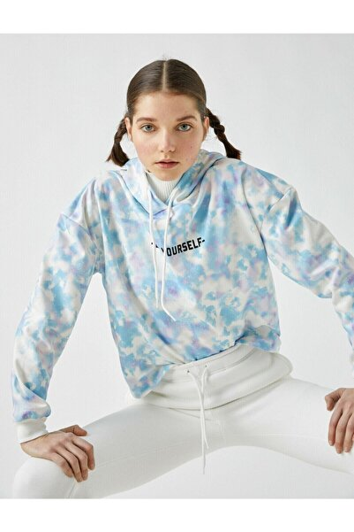 Koton Kadın Mavi Kapüsonlu Batik Desenli Sloganli Sweatshirt