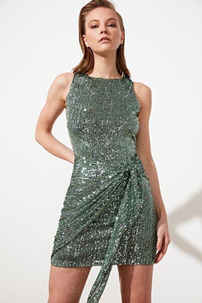 TRENDYOLMİLLA Yeşil Bağlama Detaylı Payetli  Elbise TPRSS21EL2865