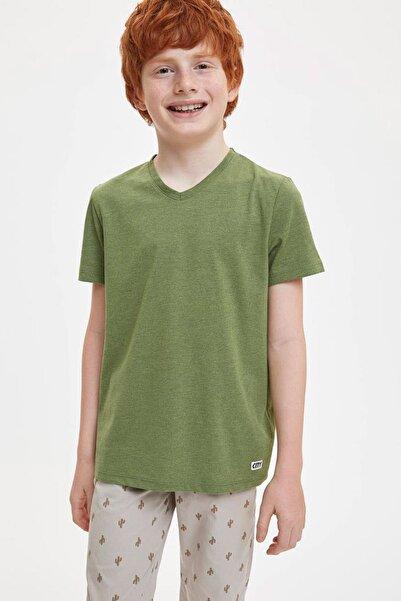 DeFacto Erkek Çocuk Regular Fit V Yaka Tekli Kısa Kollu Kısa Kollu Tişört