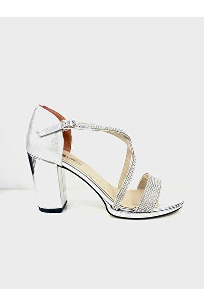 PUNTO Kadın Çapraz Bant Kalın Topuklu Ayakkabı 529133