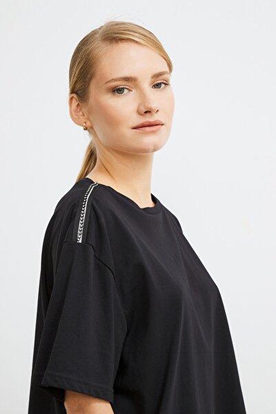 Love My Body Kadın Siyah Omuzları Şerit Detaylı Tişört 175L5889001