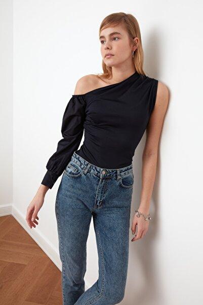TRENDYOLMİLLA Lacivert Poplin Detaylı Tek Omuz Örme Bluz TWOSS21BZ0152
