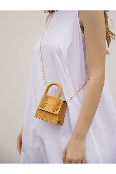 VİZVİZZ Kadın Sarı Mini Zincirli Kemerli Çanta