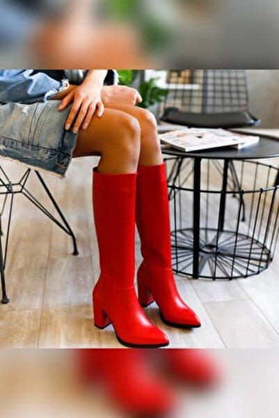 Tatum Kırmızı Sivri Burunlu Orta Topuklu Çizme