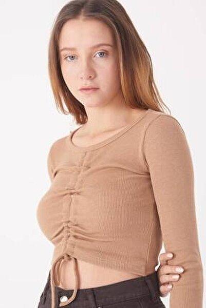 Kadın Sütlü Kahve Büzgü Detaylı Bluz B1332 - L5 ADX-0000023418