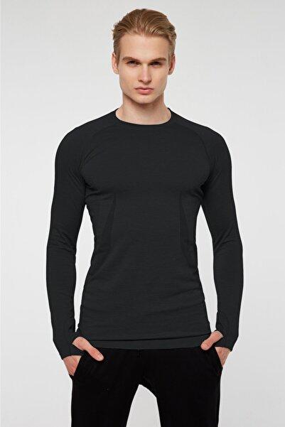 Jerf Maine Parmak Çıkışlı Uzun Kol Sporcu T-shirt Siyah