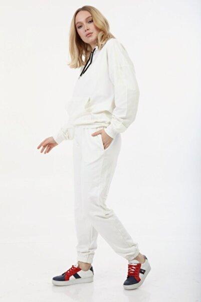 İkmal Kapşonlu Beyaz Renk Takım