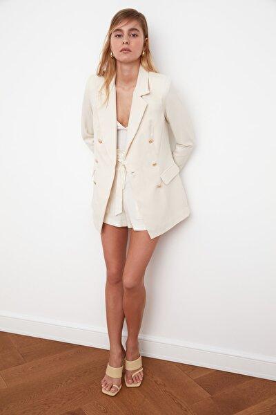 TRENDYOLMİLLA Taş Düğme Detaylı Oversize Blazer Ceket TWOSS20CE0024
