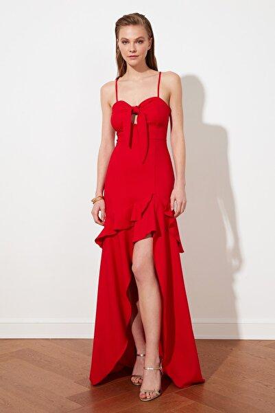 TRENDYOLMİLLA Kırmızı Yaka Detaylı  Abiye & Mezuniyet Elbisesi TPRSS21AE0098